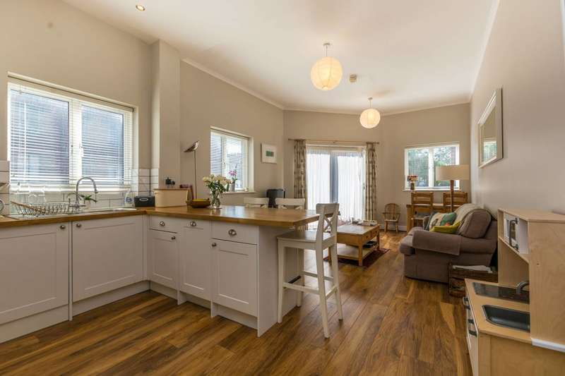 2 Bedrooms Flat for sale in Margery Street, Finsbury, WC1X