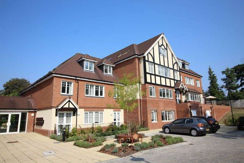 2 Bedrooms Flat for sale in Addington Road, Sanderstead, Surrey