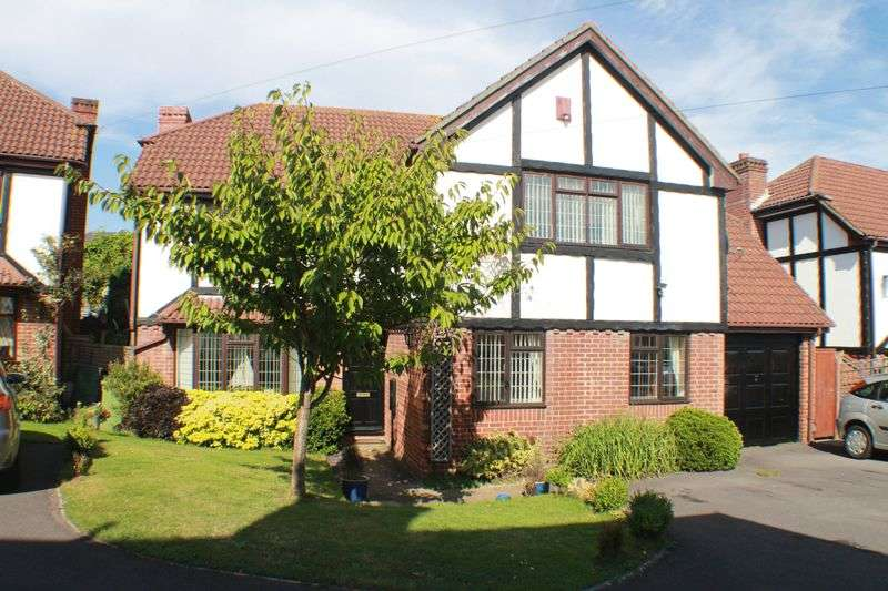 5 Bedrooms Detached House for sale in Woodpecker Copse, Locks Heath