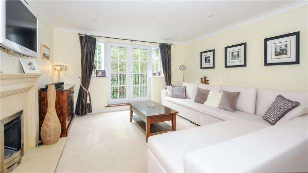 2 Bedrooms Apartment Flat for sale in Jays Court, Sunninghill Road, Ascot