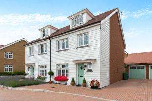 4 Bedrooms Semi Detached House for sale in Lakeside Avenue, Faversham, Kent