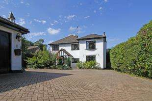4 Bedrooms Detached House for sale in Church Road, Mannings Heath, Horsham, West Sussex