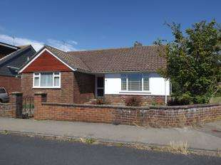 3 Bedrooms Bungalow for sale in Denton Road, Newhaven, East Sussex
