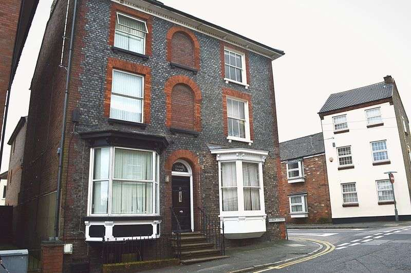 6 Bedrooms Commercial Property for sale in 5 Bedroom HMO & One Bedroom Self Contained Flat