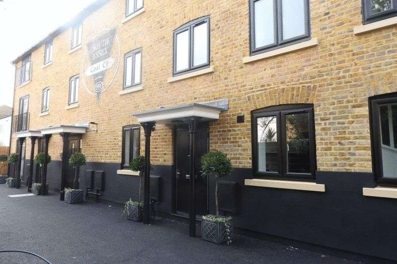 2 Bedrooms Flat for sale in Princes Street, Southend on Sea