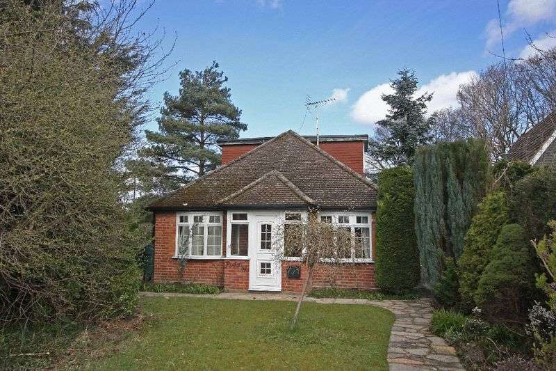 3 Bedrooms Detached Bungalow for sale in Delta Road, Chobham