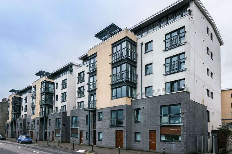 2 Bedrooms Flat for sale in 151/2 Lower Granton Road, Granton, Edinburgh, EH5 1EY