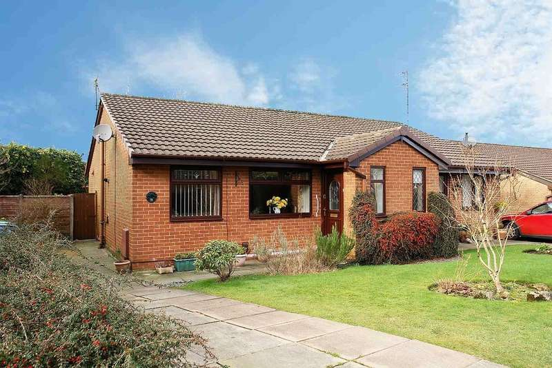 2 Bedrooms Semi Detached Bungalow for sale in 38 Duchess Park Close, Shaw