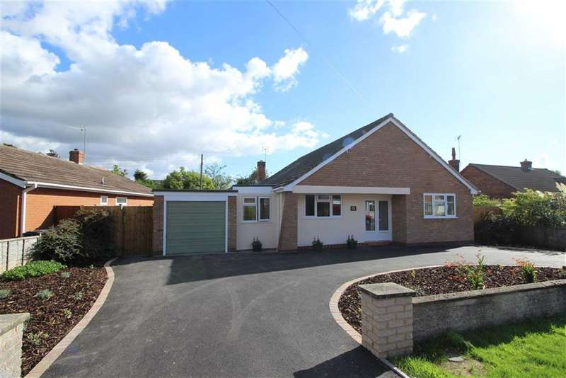 3 Bedrooms Property for sale in Holt Gardens, Studley, Warwickshire, B80