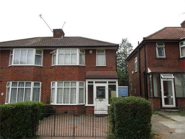 3 Bedrooms Semi Detached House for sale in Crummock Gardens, LONDON, NW9