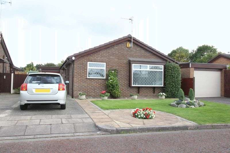 2 Bedrooms Detached Bungalow for sale in Farm Close, Greasby, Wirral