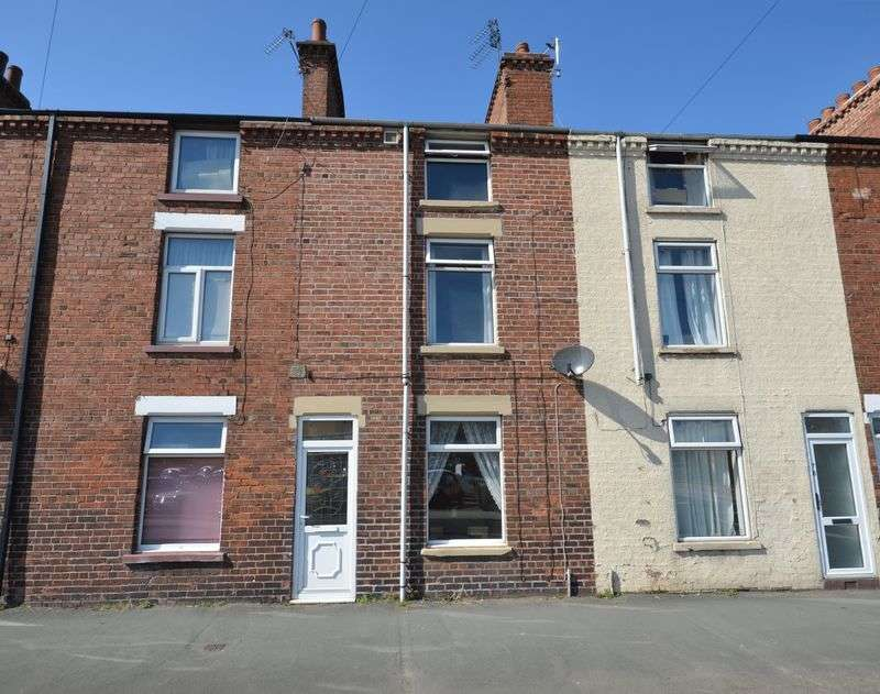 3 Bedrooms Terraced House for sale in Brook Street, Selby, YO8