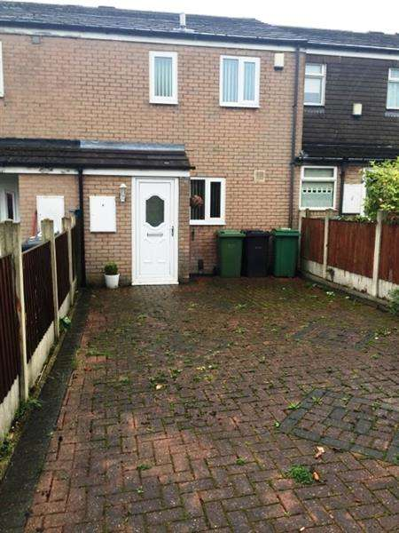3 Bedrooms Terraced House for sale in Willow Garth Avenue, Leeds