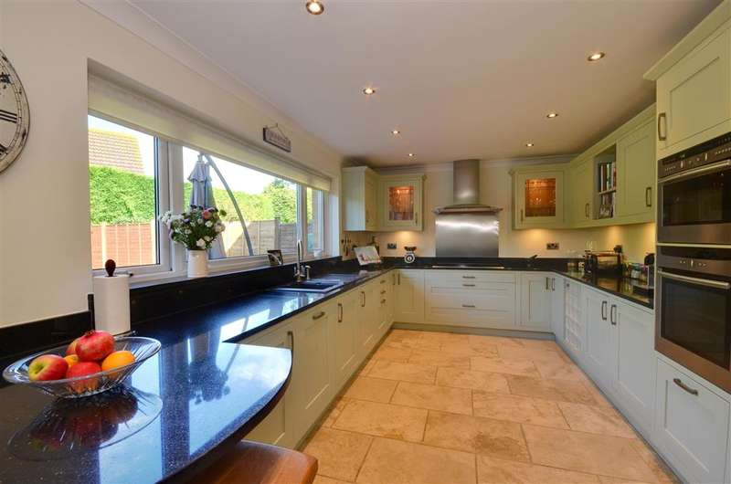4 Bedrooms Detached House for sale in Collison Place, Tenterden, Kent