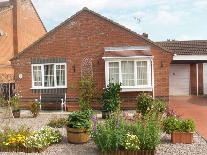 2 Bedrooms Bungalow for sale in Redshank Close, Whittlesey, PE7