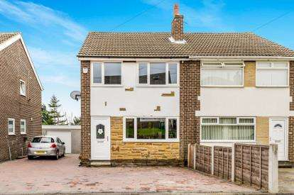 3 Bedrooms Semi Detached House for sale in Hill Top Close, Leeds, West Yorkshire