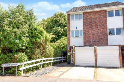 3 Bedrooms Town House for sale in Invicta Close, Chislehurst