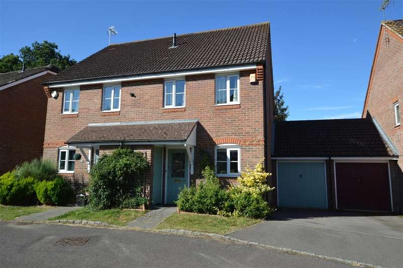 2 Bedrooms Semi Detached House for sale in Woodcock Court, Three Mile Cross, Reading, RG7