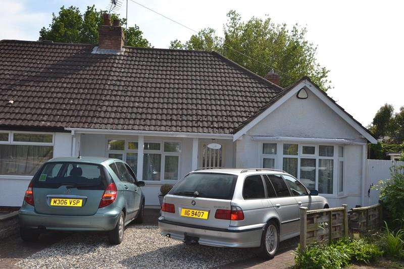 2 Bedrooms Semi Detached Bungalow for sale in Romney Close, Hall Green, Birmingham