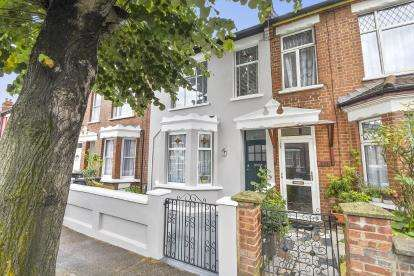 3 Bedrooms Terraced House for sale in Hermitage Road, London