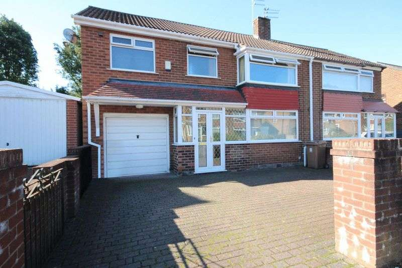 4 Bedrooms Semi Detached House for sale in Cleworth Road, Middleton, Manchester M24 5DF