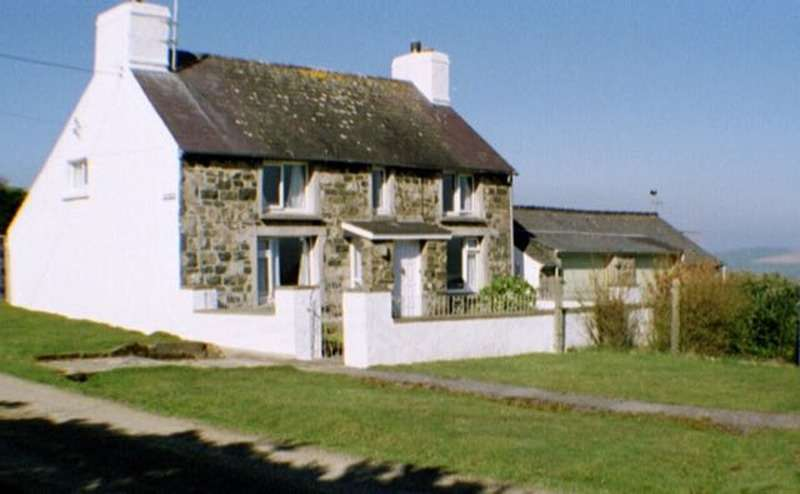 3 Bedrooms Detached House for sale in Mountain West, Newport, Pembrokeshire, SA42