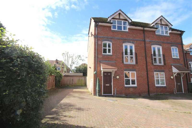 4 Bedrooms Property for sale in Fleetwood Close, Webheath, Redditch, Worcestershire, B97