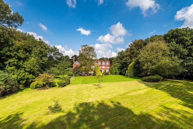 3 Bedrooms Apartment Flat for sale in Reigate Hill, Reigate, RH2