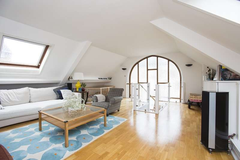 2 Bedrooms Flat for sale in 19 Macroom Road, London, London, W9