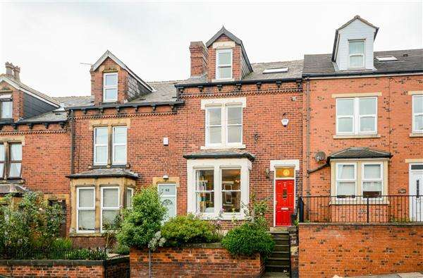 4 Bedrooms Terraced House for sale in Hough Lane, Bramley, Leeds