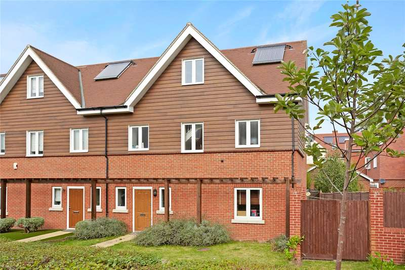 4 Bedrooms Semi Detached House for sale in Mulberry Way, Ashtead, Surrey, KT21