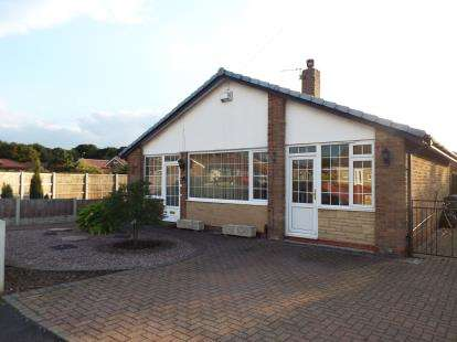 3 Bedrooms Bungalow for sale in Poplar Avenue, Bamber Bridge, Preston, Lancashire