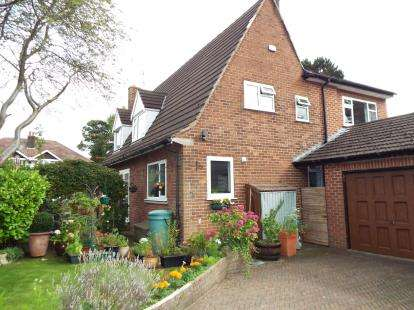 5 Bedrooms Detached House for sale in Birchvale Drive, Romiley, Stockport, Cheshire