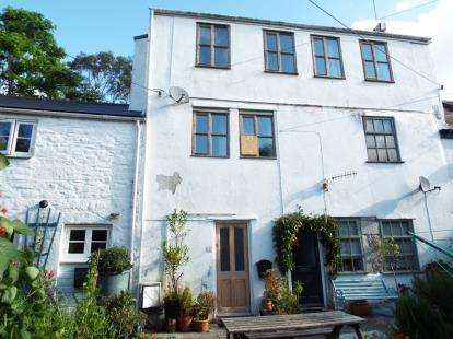 2 Bedrooms Maisonette Flat for sale in St. Thomas Street, Penryn, Cornwall