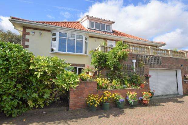 5 Bedrooms Detached House for sale in Filey Road, Scarborough, North Yorkshire YO11 3JG