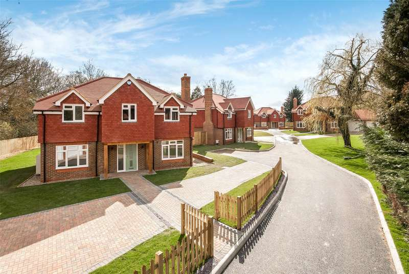 5 Bedrooms Detached House for sale in Horley Lodge Lane, Salfords, RH1