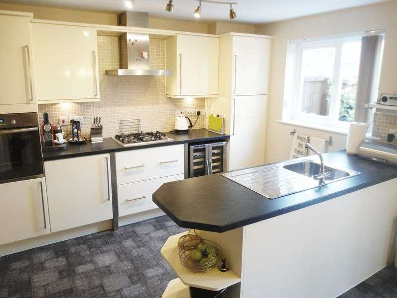 4 Bedrooms House for sale in 30 Woodland Drive, Leeds, LS10 4GW