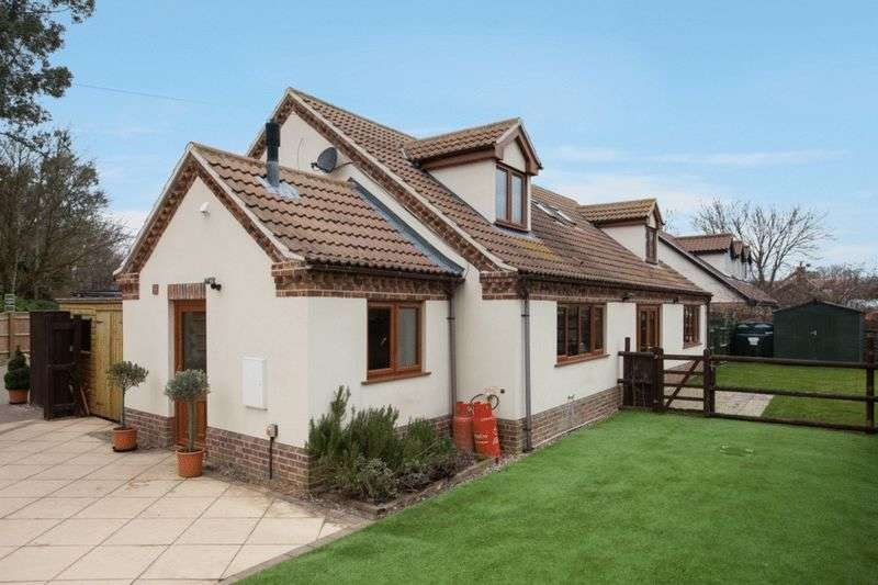 4 Bedrooms Detached House for sale in Carleton Rode
