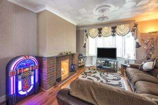 3 Bedrooms Semi Detached House for sale in Rochester Road, Gravesend, Kent, Gravesend