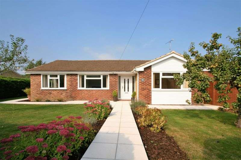 3 Bedrooms Detached Bungalow for sale in Provene Gardens, Waltham Chase