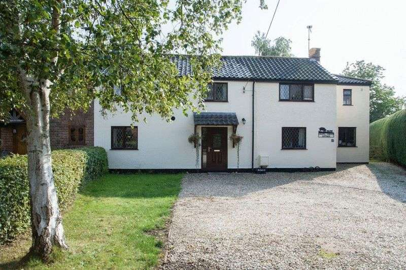 4 Bedrooms Semi Detached House for sale in The Street, Hevingham