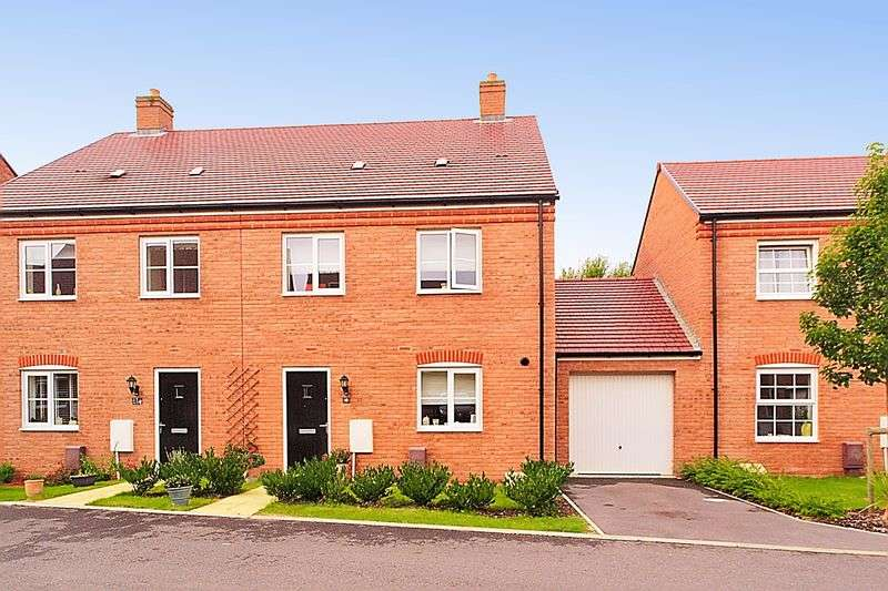 4 Bedrooms Semi Detached House for sale in Baileys Way, Hambrook, PO18