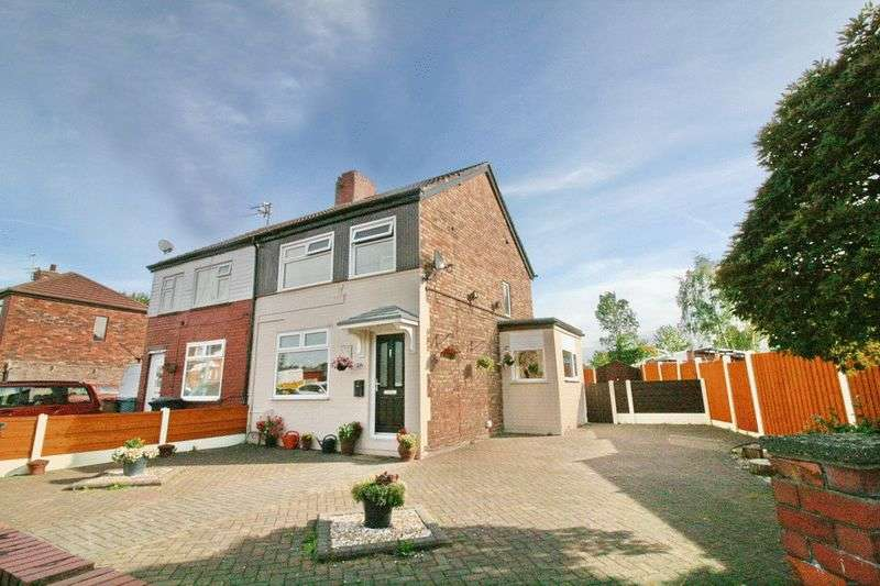 3 Bedrooms Semi Detached House for sale in Laurel Drive, Little Hulton Manchester