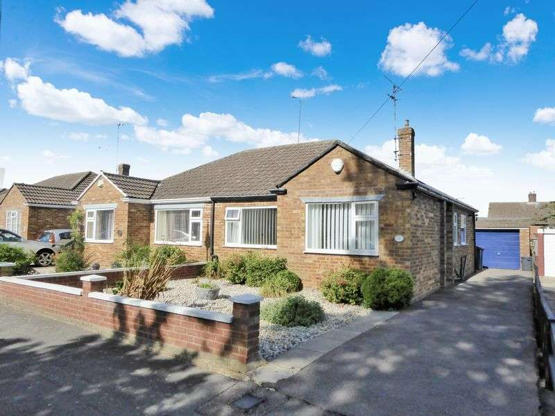 2 Bedrooms Semi Detached Bungalow for sale in Poets Green, Luton