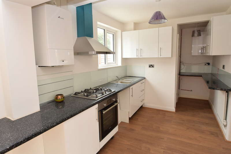 4 Bedrooms Semi Detached House for sale in Collier Lane, Baildon