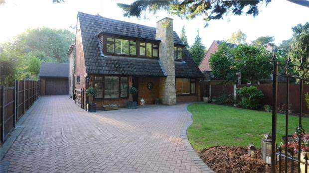4 Bedrooms Detached House for sale in Warren Lane, Finchampstead, Wokingham