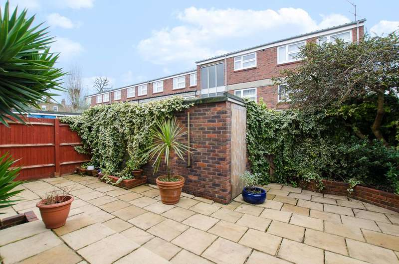 2 Bedrooms Flat for sale in Larch Close, Balham, SW12