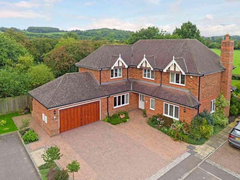 5 Bedrooms Detached House for sale in Dorian Close, Tring