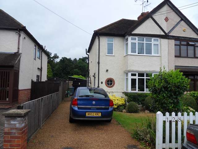 2 Bedrooms Semi Detached House for sale in 128 New Road, Ascot, Berkshire