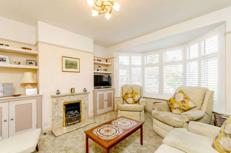 3 Bedrooms Terraced House for sale in Lucien Road, Southfields, SW19